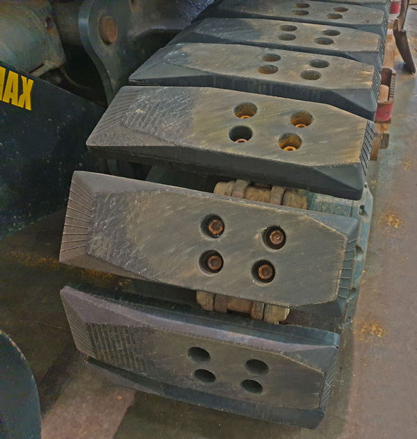Offset Rail Chain on Pads